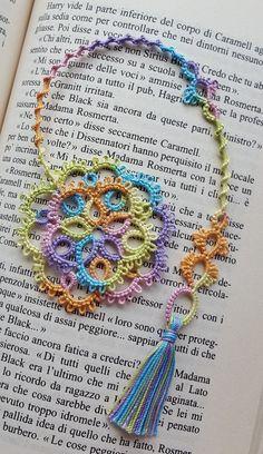 Tatted by nucciaf Tatting Jewelry, Tatting Lace, Easy Crochet Bookmarks, Crochet Designs, Crochet Patterns, Needle Tatting Patterns, Patron Crochet, Bordado Floral, Book Markers