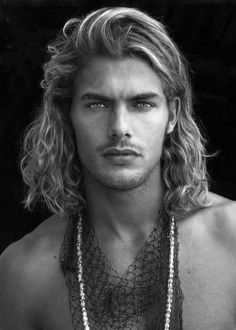 Discover the salt water and sun exposed look of surfer hair for men. Explore 50 beach inspired men's hairstyles with cool cuts as close to the perfect wave. Surfer Hairstyles, Trendy Hairstyles, Hairstyles Haircuts, Long Hair Cuts, Long Hair Styles, Long Hair Man, Surfer Guys, Angled Bobs, Blonde Guys