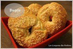 Les bagels sont devenus la nouvelle tendance en France. Avec l'arrivée des Bagelstein et autres lieux où on peut maintenant les consommer, on peut maintenant s'en procurer facilement. Les bagels sont des petits pains ronds avec un trou au centre...