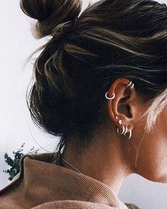 No Piercing Black Three Rings Helix Ear Cuff/triple rings helix piercing imitation/ohrklemme ohrclip/ear jacket manschette/fake piercing ohr - Custom Jewelry Ideas Bijoux Piercing Septum, Spiderbite Piercings, Peircings, Cartilage Earrings, Piercing Tattoo, Cartilage Piercing Hoop, Bellybutton Piercings, Double Cartilage, Ear Piercings
