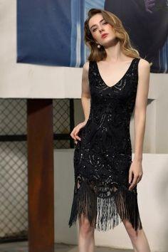 Commandez cette petite robe noire pour la Fête de Noël à venir. Parfaite pour la danse de fin d'année. Dispo T32 à T46. Profitez du prix de la fête avant Noël !