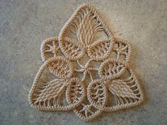 A few people have asked me about Romanian Point Lace so I thought I would post a tutorial. Romanian Point Lace Ornament I taught m. Irish Crochet Patterns, Crochet Motifs, Freeform Crochet, Lace Patterns, Thread Crochet, Crochet Stitches, Doilies Crochet, Clothes Patterns, Dress Patterns