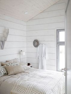Beautiful scandi white bedroom with Deer shelf in white by BEdesign. Interior design by Jonna Kivilahti. Beautiful scandi white bedroom with Deer shelf in white by BEdesign. Interior design by Jonna Kivilahti. Modern Cabin Interior, Modern Cottage, Home Interior Design, Modern Homes, Kitchen Interior, Modern Log Cabins, Log Home Decorating, Decorating Kitchen, Decorating Ideas