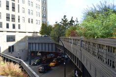 Un percorso di 2,3 km costruito su una ferrovia sopraelevata in disuso: la High Line è una delle più belle passeggiate di New York.