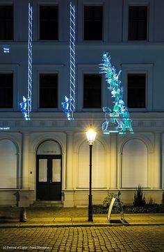 The Hochschule für Technik und Wirtschaft made history come to life with the means of multimedia projections. Two interactive games were projected on the facade of the Kunsthaus Lempertz and the Knoblauchaus in the Nikolaiviertel. #FestivalOfLights #Nikolaiviertel #Berlin #FOL #light #multimedie #projections