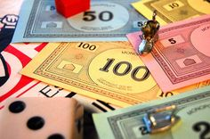 Monopoly Games Are Being Sold With Real Money Inside Family Game Night, Family Games, Board Games For Couples, Monopoly Money, Two Player Games, Bizarre Facts, Literacy Games, Classic Board Games, Smosh