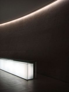 Beautiful lightbox reception desk, clean curved concrete wall (no one does it better than Ando) and a cove light. Teatro Armani in Milan by Tadao Ando ( photo Rob Fissmer) Light Architecture, Architecture Details, Interior Architecture, Interior And Exterior, Interior Design, Theatre Architecture, Interior Modern, Cove Lighting, Interior Lighting