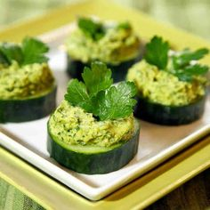 Kale Hummus Cucumber Bites | Delicious Irish Appetizers for St. Patrick's Day | https://homemaderecipes.com/irish-appetizers-st-patricks-day/