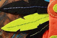 Apprenez à fabriquer une coiffe d'indien en feutrine afin d'offrir à vos enfants un magnifique déguisement à moindre coût pour le carnaval !
