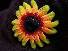 Rainbow loom Ring of fire sunflower tutorial-can be used for headband. Rainbow Loom Tutorials, Rainbow Loom Patterns, Rainbow Loom Creations, Rainbow Loom Charms, Rainbow Loom Bracelets, Rubber Band Crafts, Rubber Bands, Rainbow Loom Storage, Loom Flowers