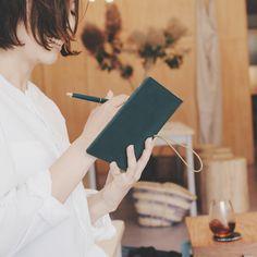 手帳をもっと有効活用しましょう。たとえば具体的な目標も予定として書きこむことで、なりたい自分にもっと近づくことができます。