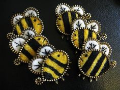 Zipper bees by Odile Gova - Treasure Box blog. http://singanewsongchildren.blogspot.com/2012/02/feltzipper-crafts.html  These bee broaches are available on Etsy: https://www.etsy.com/people/woollyfabulous?ref=pr_profile