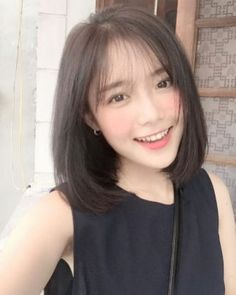 Hairstyles are Korean Hairstyle For Girl Short Hair We every desire to see our best, and consequently look at our favorite celebrities for well-liked haircuts K Medium Asian Hair, Asian Short Hair, Medium Hair Cuts, Girl Short Hair, Medium Hair Styles, Curly Hair Styles, Asian Bangs, Korean Short Hair Bangs, Korean Haircut Medium