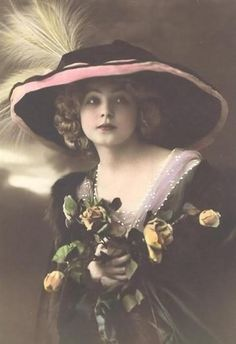Amazingly Beautiful Belle Epoque Young Woman with Feathered Chapeau and Yellow Vintage Abbildungen, Photo Vintage, Vintage Girls, Vintage Beauty, Vintage Children, Vintage Postcards, Vintage Prints, Vintage Photos Women, Images Vintage