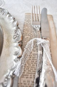 Old documents/book pages.tie with lace.vintage inspired silver and lace table setting Wedding Napkins, Wedding Table, Wedding Cutlery, 50s Wedding, Rustic Wedding, Deco Champetre, Do It Yourself Wedding, Lace Table, Decoration Table