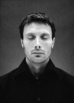 Mads Mikkelsen in Hannibal Brat Pitt, Star Wars I, Beautiful Men, Beautiful People, Sir Anthony Hopkins, Hugh Dancy, Hollywood, Black And White Portraits, Famous Faces