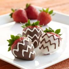 Make dipped strawberries modern with the addition of chevron stripes! Wilton Candy Melts candy melts smooth, so piping the chevron zigzags is quick and easy.