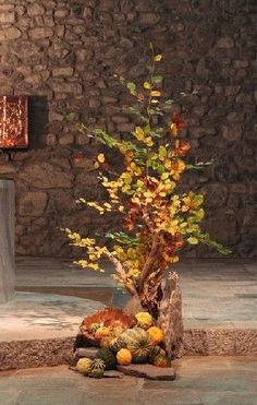 fallen - Haus innenräume - #fallen #Haus #Innenräume Altar Decorations, Harvest Decorations, Deco Floral, Art Floral, Church Stage Design, Church Flowers, Autumn Home, Autumn Fall, Floral Arrangements