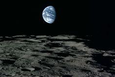 La Terre vue de la Lune (mission japonaise Selene, 2007-2009) (100km d'altitude)