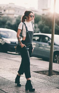 black overalls - casual fall outfit winter outfit style outfit inspiration millennial fashion s. Source by dukagtpvy outfits overalls Casual Fall Outfits, Edgy Outfits, Mode Outfits, Winter Outfits, Fashion Outfits, Hipster Style Outfits, Hipster Outfits For Women, Hipster Women, Fashion Clothes