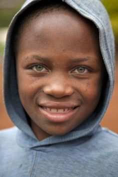 Those eyes! cameroonian people (cameroon): remarkable face in nkombe Most Beautiful Eyes, Lovely Eyes, Cool Eyes, Amazing Eyes, Makeup Life Hacks, Postnatal Workout, We Are The World, Pictures Of People, Beauty Hacks Video