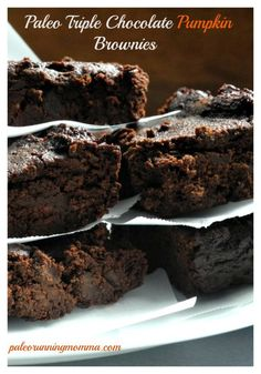 Triple Chocolate Pumpkin Brownies - These flourless paleo brownies are an ooey gooey and super healthy treat for the holiday season or anytime! Paleo Dessert, Healthy Sweets, Vegan Desserts, Just Desserts, Delicious Desserts, Dessert Recipes, Yummy Food, Healthy Food, Pumpkin Brownies