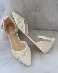 wedding shoes sandals hochzeitsschuhe keilabsatz White Pointy Toe Flats with Chiffon Ankle Strap, Something Blue Kailee P. Sparkly Wedding Shoes, Wedding Boots, Lace Wedding, White Wedding Sandals, Casual Wedding, Designer Wedding Shoes, Bridesmaid Shoes, Pointy Toe Flats, Vestidos