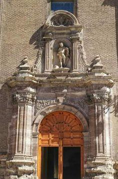 Puerta de la iglesia San Juan de los Panetes Zaragoza España.foto Celia Sánchez