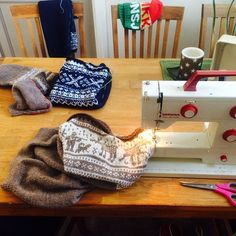 A vintage BERNINA still in action! Our fan @spitedilla is sewing a bit of knit. #sewing