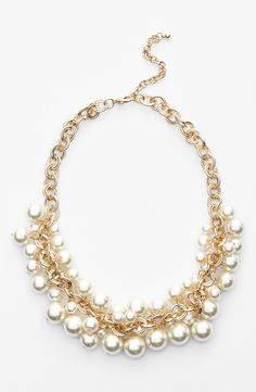 Such a beautiful faux pearl cluster necklace.