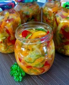 Słoikowa sałatka z warzyw Sweet Recipes, Vegan Recipes, Fusion Food, Meals In A Jar, Polish Recipes, Kimchi, Food To Make, Food And Drink, Healthy Eating