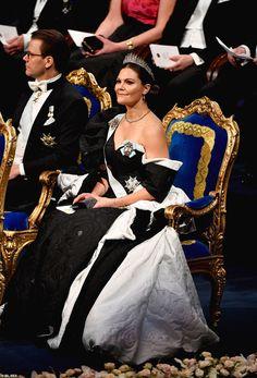 Swedish Royals attend the Nobel Prize Awards Ceremony 2019 at Concert Hall in Stockholm Princess Sofia Of Sweden, Princess Victoria Of Sweden, Crown Princess Victoria, Victoria Prince, Royal Dresses, Pink Gowns, Electric Blue Dresses, Royal News, Prix Nobel