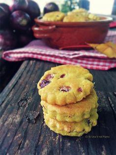 Biscottini all'olio con curcuma, cipolla rossa e pepe - Una V nel piatto - Ricette Vegane e Mondo Vegan