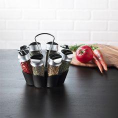 Le carroussel à épices de 8 bouteilles Trudeau permet de verser ou de soupoudrer les épices avec deux possibilités de services par bouteilles. Les épices sont incluses. A voir sur http://www.thekitchenette.fr/ustensiles-de-cuisine-Support-à-épices-de-12-bouteilles-5050408--Trudeau/403 #trudeau #épices #carrousel  #cuisine