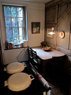 I8th century textile designer Anna Maria Garthwaite lived in this Spitalfields house from 1728 Anna Maria Garthwaite, Interior And Exterior, Interior Design, Cottage Kitchens, Georgian Homes, Vintage Kitchen, Kitchen Dining, Life Kitchen, Small Spaces