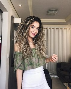 Dry Curly Hair, Crimped Hair, Colored Curly Hair, Fast Hairstyles, Curled Hairstyles, Highlights Curly Hair, Natural Hair Styles, Long Hair Styles, Dyed Hair