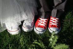 otro toque #casual y #comodo para #novia, unas converse. #ideas #innovias http://www.innovias.es/nuestras-novias.php