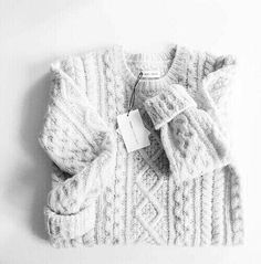 The 6 Sweaters You Need for Sweater Weather Looks Street Style, Looks Style, Looks Cool, Fall Winter Outfits, Winter Wear, Autumn Winter Fashion, Cozy Sweaters, Cable Knit Sweaters, Sweater Weather