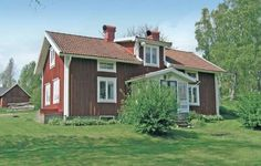 Holiday home H�ljarp K�llerstad Reftele Reftele Situated 28 km from V?rnamo and 36 km from Ljungby, Holiday home H?ljarp K?llerstad Reftele offers accommodation in Reftele. It provides free private parking.  An oven and a microwave can be found in the kitchen. A TV is featured.