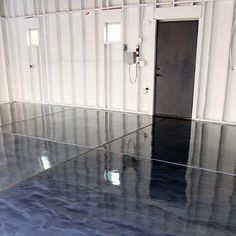 DIY metallic garage floor finish – gorgeous, functional, and more durable than paint or epoxy. Get all the how to details and a photo tutorial. Rust-O… – epoxy Garage Floor Finishes, Garage Floor Coatings, Garage Floor Paint, Rustoleum Garage Floor Epoxy, Garage Floor Resurfacing, Best Garage Floor Epoxy, Garage Epoxy, Stained Concrete, Concrete Floors
