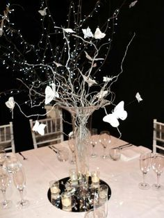 Centre Piece Butterfly Tree, Butterfly Wedding, Butterflies, Lighted Centerpieces, Wedding Centerpieces, Table Decorations, Rama Seca, Quince Invitations, Sweet 15