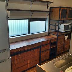 佐賀県へ、オーダーのUSA古材と鉄の食器棚を納品です。 #antique #vintage #sloth #barnwood #アンティーク #ヴィンテージ #スロース #バーンウッド #古材 #アイアン #鉄 #オーダー家具 #食器棚 #福岡