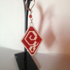 Orecchini realizzati con la tecnica brick stitch .... Iniziali nomi