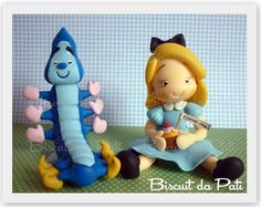 Alice e Lagarta Azul by Biscuit da Pati, via Flickr