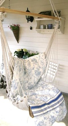 Love the old quilt on the new swing! Shabby Chic Decorating Ideas ~ Interiors and Design Less Ordinary Shabby Chic Cottage, Shabby Chic Homes, Shabby Chic Decor, Cottage Style, Hammock Swing, Hammock Ideas, Swing Seat, Hammock Chair, Swinging Chair