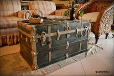 Antique trunk upcycled. https://www.facebook.com/capitulodoslapagina/