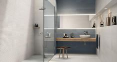 Tiles to combine industrial style with more stylish and sophisticated elements like metal Background Tile, Toilet Design, Wall Cladding, Modern Industrial, White Light, Wall Tiles, Metallica, Interior Design, Mirror