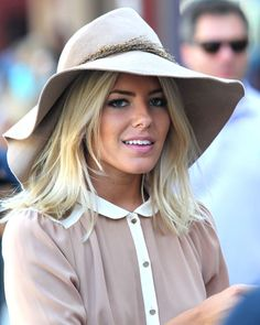 This adorable makeup as seen on British singer Mollie King is warm-weather perfect. Pair slightly smokey grey eyeliner with bubblegum pink lips for a sexy/sweet look.