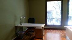 Mesa individual en espacio compartido