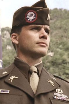 Captain Ronald Speirs played by Matthew Settle in Band of Brothers. I feel like I should see this movie. Band Of Brothers, Brothers Movie, Matthew Settle, Into The West, I Give Up, Old Glory, American Soldiers, Film Serie, World War Ii